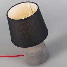 Lámpara de mesa CEMENTO negra #iluminacion #decoracion #interiorismo