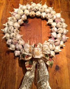 Garlic Wreath. How to make at: http://maddocksfarmorganics.co.uk/latest-blog/edible-christmas-wreath/