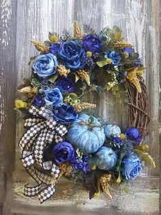 Autumn Wreaths For Front Door, Christmas Mesh Wreaths, Thanksgiving Wreaths, Fall Wreaths, Thanksgiving Decorations, Prim Christmas, Thanksgiving Table, Christmas Trees, Silk Flower Wreaths