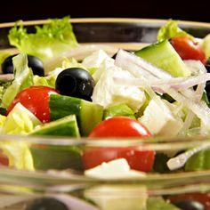 Ensalada Griega -  Tomate, pepino, queso feta y aceitunas negras. #doblecremacafe