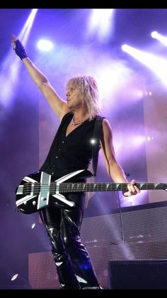 SAV photo FB Def Leppard Time Line ( only sharing) photographer pic.rights                  Helen/Def Leppard