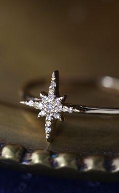 18k gold starburst diamond ring, Solid yellow gold diamond cluster ring, delicate diamond ring, unique ring, starburst ring