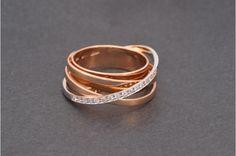Anillo de oro rosa con brillantes/ Rose Gold ring with diamonds