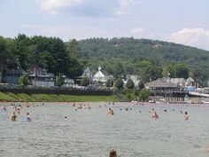 These beautiful New Hampshire beaches are the perfect place to spend summer days. Check out this list of the 8 best beaches in New Hampshire. Beautiful Ocean, Most Beautiful Beaches, Fun Places To Go, Places To Visit, Echo Lake, Hampton Beach, New England Travel, Canoe And Kayak, New Hampshire