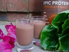 Chocolate Raspberry Green Smoothie - Looking for delicious raw vegan chocolate green smoothies? This is DELICIOUS! Green Smoothie Vegan, Healthy Green Smoothies, Raspberry Smoothie, Green Smoothie Recipes, Juice Smoothie, Smoothie Drinks, Healthy Drinks, Healthy Foods, Vegetable Smoothies