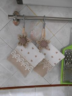 shabby chic pot holders Towel Dress, Shabby Chic Style, So …. – About Home Decor Diy Craft Projects, Diy And Crafts, Sewing Projects, Paper Crafts, Shabby Chic Style, Shabby Chic Mode, Towel Dress, Sewing Dolls, Mug Rugs