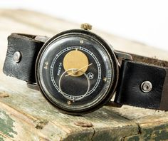This is ultra rare Vintage Gents watch called RAKETA-KOPERNIK eng. ROCKET-COPERNIC. It has very rare and intresting dial with sun and moon hands. It