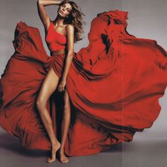 Daria Werbowy in Lanvin. Alber Elbaz at Lanvin: An Appreciation From the Pages of Vogue Daria Werbowy, Red Fashion, Fashion Week, Feminine Fashion, Fashion Pics, Fashion Shoot, High Fashion, Raquel Zimmermann, Photography Poses