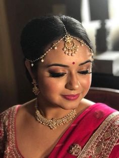 Indian bride Haripriya wears bridal lehenga and jewellery for her Reception… Indian Bridal Sarees, Bridal Lehenga, Indian Wedding Hairstyles, Jewelry For Her, Beautiful Indian Actress, Beautiful Bride, Smokey Eye Makeup, Black Women Hairstyles, Bridal Looks