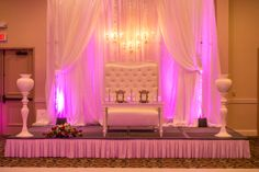 The happy couple will be the king and queen of the venue with the right lighting and seating at Crowne Plaza San Diego Hanalei.
