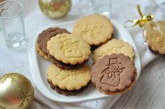 Karácsonyi pilóta keksz házilag - csakapuffin.hu Chocolate Cookies, Sweets, Minden, Holidays, Food, Holidays Events, Gummi Candy, Chocolate Biscuits, Candy
