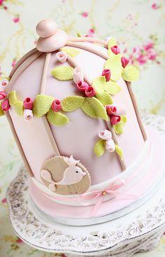 Bird cage cake - a bit too grown up but sooo gorgeous! Fondant Cupcakes, Cupcake Cakes, Fancy Cakes, Cute Cakes, Gorgeous Cakes, Amazing Cakes, Bird Cage Cake, Cake Candy, Bird Cakes