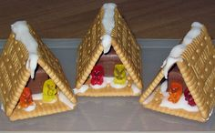 Hexenhaus aus Butterkeksen Witchhouse made of butter biscuits (recipe with picture) by SummerJune Christmas Goodies, Kids Christmas, Christmas Crafts, Christmas Houses, Easy Vegetable Curry, Butter Biscuits Recipe, Homemade Toffee, Custom Chocolate, Baby Boy Birthday