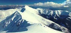 Svahy Chopku (2 023,6 m n. m.) sú obľúbeným miestom zimnej i letnej turistiky a vrchol patrí medzi najveternejšie miesta na Slovensku. Neďaleký Ďumbier ( 2045,9 m. n. m.) je najvyšší vrch Nízkych T… Mount Everest, Mountains, Nature, Travel, Naturaleza, Viajes, Destinations, Traveling, Trips