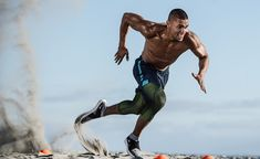 Beach fitness and sports training on the beach. Dynamic fitness images, of a professional trainer. Fitness Body Men, Fitness Home, Sport Fitness, Mens Fitness Model, Male Fitness Models, Rogue Fitness, Fitness Equipment, Fitness Workouts, Beach Workouts