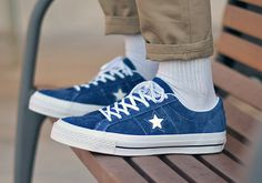 Converse One Star Hairy Suede - Sneakers. Sneakers Mode, Suede Sneakers, Sneakers Fashion, Fashion Shoes, Mens Fashion, Girl Fashion, Converse Outfits, Converse One Star, Navy Converse
