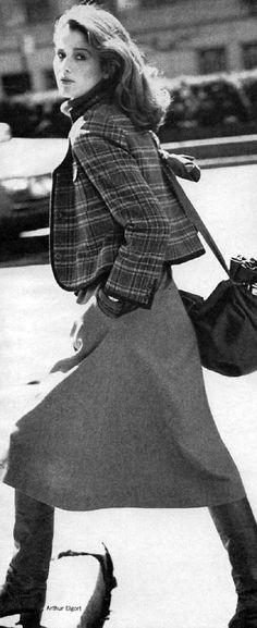 vogue77_037 Vintage Boots, Mini Skirts, Fashion, Moda, Fashion Styles, Mini Skirt, Fashion Illustrations