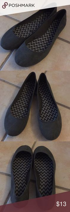 Woman's new suede Flats Shoes. Size 10. Woman's new cute suede flats shoes. Size 10. New never worn in excellent condition. Cute to wear with dresses, shorts, capris or pants.  If you have any questions feel free to message me anytime. Thank you for checking out my closet and bundle to save. Flats Shoes Flats & Loafers