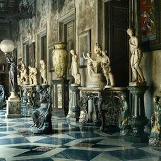 black marble main staircase at Hamilton Palace - Pesquisa Google
