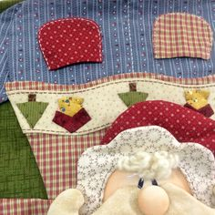 Applique Quilts, Christmas Stockings, Holiday Decor, Crafts, Crochet Curtains, Scrappy Quilts, Dish Towels, Craft, Ideas