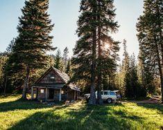 #waidlife #passion #lifestyle #jagd #waidmannsheil #hunting #jakt #jager #jagerin #hunter #huntress #hunt #outdoor #wirsinddraussen #backtonature #wald #filson #forest #bushcraft #bushcraftgear #landscape #travel #hiking #wanderlust #naturelovers #adventure #herbst #natur #draussenzuhause Lifestyle Shop, Back To Nature, Happy Sunday, Bushcraft, Land Scape, Wanderlust, Cabin, House Styles, Outdoor