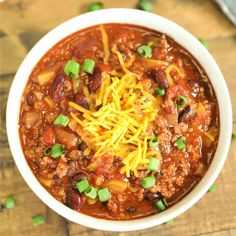 Crock Pot Vegetable and Beef Chili Recipe - Easy Vegetable Beef Chili Easy Beef Chili Recipe, Chili Recipes, Slow Cooker Recipes, Crockpot Recipes, Healthy Soup Recipes, Simple Recipes, Healthy Eats, Vegan Recipes, Crock Pot Vegetables
