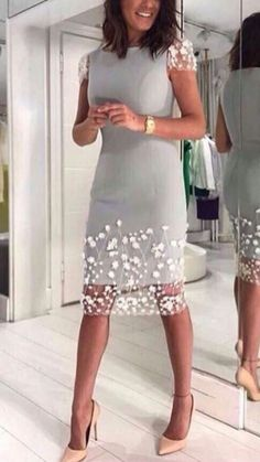 Perfect Example of the proper split length spacing of sheer over fabric skirt Casual Dresses, Short Dresses, Fashion Dresses, Formal Dresses, Classy Outfits, Beautiful Outfits, Dress Skirt, Dress Up, Elegant Cocktail Dress