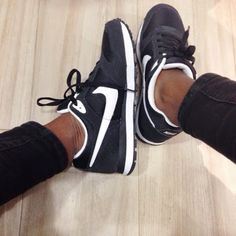 nike md runners black