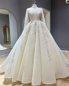 Wedding Reception Outfit, Fancy Wedding Dresses, Making A Wedding Dress, Evening Dresses For Weddings, Long Prom Gowns, Bridal Dresses, Wedding Hijab Styles, Muslimah Wedding Dress, Hijab Dress Party