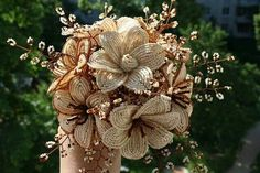 Beading bouquets Seed Bead Flowers, French Beaded Flowers, Diy Flowers, Paper Flowers, Seed Beads, Beaded Bouquet, Beaded Brooch, Diy Wedding Bouquet, Wedding Flowers