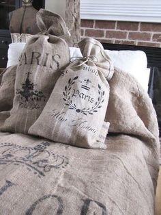burlap sacks pillows or hanging storage bags Shabby Vintage, Shabby Chic, Vintage Farmhouse, Burlap Projects, Burlap Crafts, Burlap Lace, Hessian, Burlap Garland, Paris Markets