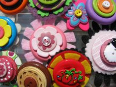 Buttons and Felt = heaven!, via Flickr.