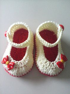 Crochet baby girl Mary Jane shoes. No pattern. Found picture only. Good for inspiration.