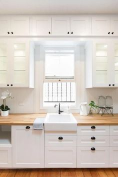 See this stunning kitchen with lots of IKEA kitchen hacks - IKEA Hackers She demonstrates a few creative ways of using and customising IKEA products to create a dream kitchen. Let's take a look at Rachael's IKEA kitchen hacks. Ikea Galley Kitchen, Ikea Kitchen Remodel, Ikea Hack Kitchen, New Kitchen, Kitchen Decor, Kitchen Remodeling, Kitchen Small, Remodeling Ideas, Rustic Kitchen