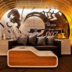 La suite James Bond du Seven hôtel de Paris.