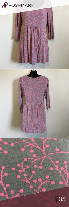 Boden Knit Floral Dress Super soft floral knit dress from Boden. Perfect for warmer weather. Preloved but still in great condition! Shows minimum wear. Boden Dresses Mini