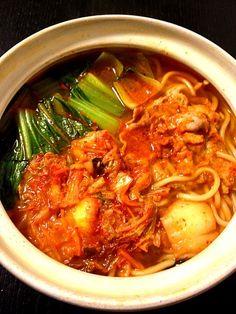 結局、3日連続鍋料理ですσ(^_^;) - 13件のもぐもぐ - キムチ鍋ラーメン by fazer622