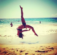 I just learnt how 2 do this at my dance school! Most satisfying thing since I first did a back handspring! Beach Gymnastics, Gymnastics Tricks, Tumbling Gymnastics, Gymnastics Skills, Gymnastics Flexibility, Amazing Gymnastics, Gymnastics Pictures, Dance Pictures, Rhythmic Gymnastics