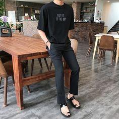 New mens fashion asian korea street styles 38 Ideas New Mens Fashion, Korean Fashion Trends, Popular Mens Fashion, Korea Fashion, White Outfit For Men, Korea Street Style, All Black Dresses, Minimal Fashion, Street Wear