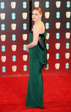 Amy Adams de Tom Ford greenery! O estilista também é diretor do filme pelo qual ela concorreu ao Bafta: