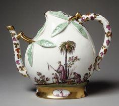 Teapot, ca. 1725  German; Meissen  Hard-paste porcelain..oh I love this!