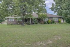 One level ranch home on 3 acres just on the edge of Mountain Home,AR in a quiet neighborhood. Lots of room in this 1800 square foot brick home with large bedrooms and walk-in closets. Chain link fenced back yard and covered back patio make it seem like you're in a park. Large 24 x 48 workshop as well and all of this priced below 145K!