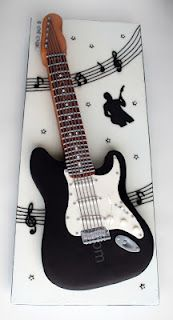This is awesome! I wouldn't want to eat it :D Guitar Birthday Cakes, Guitar Cake, Music Themed Cakes, Music Cakes, Fender Stratocaster, Fondant Cakes, Cupcake Cakes, Cupcakes, Bolo Musical