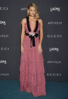 Rosie Huntington-Whiteley en robe Gucci par Alessandro Michele de la collection croisière 2016 au gala LACMA Art+film, le 7 novembre 2015 à Los Angeles