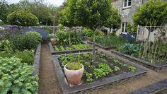 Garden Designer Justin Spink Cottage Garden in the Cotswolds - Sequin Gardens