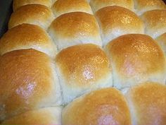 Since I started making bread, I have searched for the perfect dinner roll recipe. Dinner Rolls Easy, Sweet Dinner Rolls, Easy Rolls, Dinner Rolls Bread Machine, Bread Machine Recipes, Bread Recipes, Spelt Recipes, Eggless Recipes, Cooking Recipes