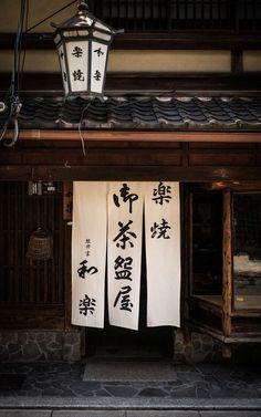 Muy buen artículo sobre decoración para aplicar en casa.    http://www.visitacasas.com/bricolage/cortinas-pintadas-a-mano-para-las-habitaciones/
