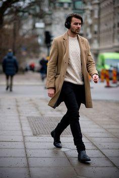 velbloudí kabát + béžový oversize svetr
