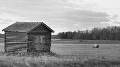 #ig_finland #thisisfinland #visitfinland #alahärmä #pohjanmaa #countryside #bnw_captures #bnw_countryside #bnwlovers #landscape #nature #naturelovers #instabnw #oldstyle #barn #haybale #ostrobothnia #maalaismaisema #suomimaisema #mustavalkoinen #lato #heinäpaali #peltomaisema #nikontop