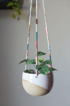 Hanging Flower Pots, Painted Flower Pots, Hanging Planters, Ceramic Plant Pots, Ceramic Flower Pots, Ceramic Clay, Ceramic Vase, Flower Pot Crafts, Pottery Designs